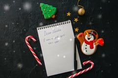 Festlig julbakgrund, vit sida av notepaden med inscrip royaltyfri foto