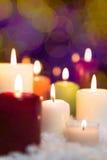 Festlig julgarnering med lotten av stearinljus Royaltyfri Fotografi