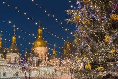 Festlig julgran 2017 Fotografering för Bildbyråer