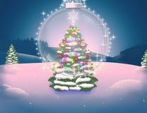 Festlig julgran i kulöra ljus och en sagolik genomskinlig boll Arkivfoton