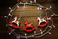 Festlig julsammansättning på träbakgrund Royaltyfria Bilder