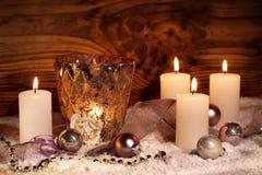 Festlig julstilleben med stearinljus royaltyfria foton