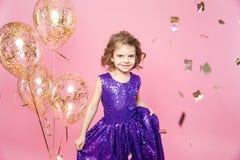 Festlig liten flicka med ballonger arkivbild