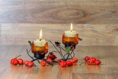 Festlig ljusstake med två stearinljus Royaltyfria Foton