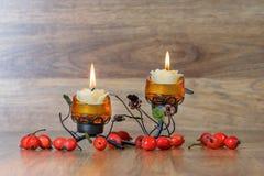 Festlig ljusstake med två stearinljus Fotografering för Bildbyråer