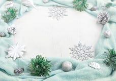 Festlig ordning för jul av dekorativa beståndsdelar Arkivfoton