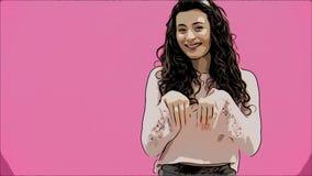 Festlig påsksemesterperiod Le den unga kvinnan i öron för påskkanin på rosa bakgrund som hoppar och ser kopian arkivfilmer