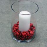 Festlig stearinljus med torkade bönor Arkivfoton