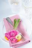 Festlig tabellinställning med blommor Royaltyfri Foto