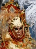 Festlig Venetian karneval, Italien, Februari 2010 royaltyfri foto