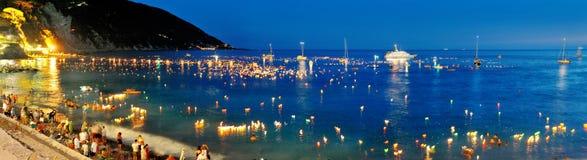 Festliga belysningar i Camogli, Italien på Stella Maris Arkivbilder