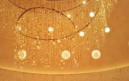 Festliga glödande ljus som hänger garnering arkivbild
