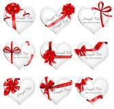 Festliga hjärta-formade kort med röda gåvaband Fotografering för Bildbyråer