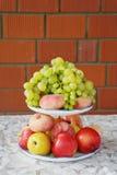 Festligt fruktuppläggningsfat Royaltyfri Fotografi
