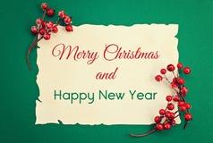 Festligt julkort med säsonghälsningar med text glad Ch royaltyfri foto