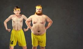 Festligt och roligt fett och tunna idrottsman nen royaltyfri bild