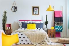 Festligt sovrum av den folk vännen royaltyfri bild