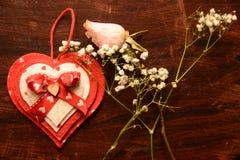 Festmåltidst-valentin gåva för förälskelse för passion för blomma för hjärta för festlighet för vänner för dag arkivfoto