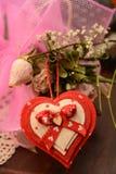 Festmåltidst-valentin gåva för förälskelse för passion för blomma för hjärta för festlighet för vänner för dag royaltyfri bild