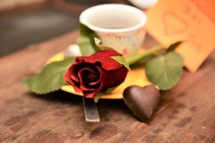 Festmåltidst-valentin gåva för förälskelse för passion för hjärta för festlighet för vänner för dag röd arkivbild
