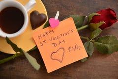 Festmåltidst-valentin gåva för förälskelse för passion för hjärta för festlighet för vänner för dag röd royaltyfria bilder