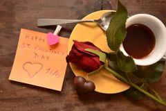 Festmåltidst-valentin gåva för förälskelse för passion för hjärta för festlighet för vänner för dag röd royaltyfria foton