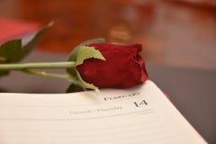 Festmåltidst-valentin gåva för förälskelse för passion för hjärta för festlighet för vänner för dag röd arkivfoton