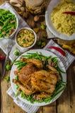 Festoiement - poulet cuit au four bourré image libre de droits