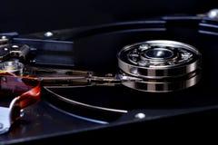 Festplatte auf schwarzem backgrounddark Ton Lizenzfreies Stockbild