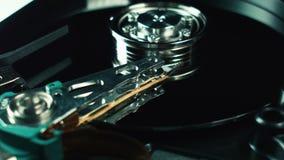 Festplatte, hdd Lagerung von Computerdaten World Wide Webkonzept Festplattenteile Spindel und Kopf Reparatur und Daten stock video footage