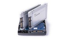 Festplatten und Festkörper-SATA fährt auf den weißen Hintergrund, Stockbild