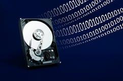 Festplattenlaufwerk auf einem blauen Hintergrund Stockfotos