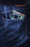 Festplattenlaufwerk des PC im Jeans poket Stockbilder