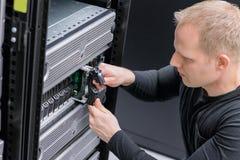 Festplattenlaufwerk IT-Fachmann-Einsatz SANS Lizenzfreie Stockfotos