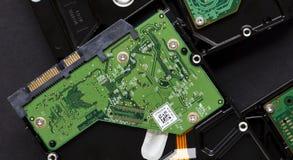 Festplattenlaufwerk umgedreht, um Schaltkreis und Punkte zu zeigen lizenzfreie stockfotos