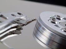 Festplattenlaufwerkmehrlagenplatte und -kopf auf rechter Seite Stockbild
