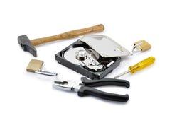 Festplattenschutz heftig gebrochen mit Hilfsmitteln lizenzfreie stockbilder