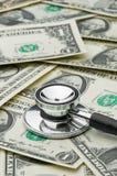 Festsetzen der Gesundheit der Wirtschaftlichkeit, Kosten der medizinischen Behandlung Stockfotografie