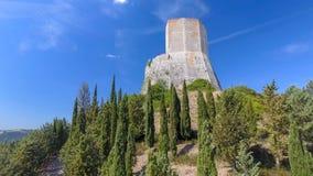 Festung auf einen Landschaftshügel lizenzfreies stockbild