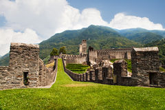 Festung in Bellinzona lizenzfreies stockbild