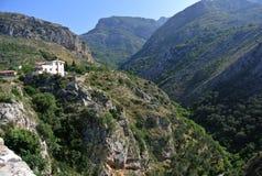 Festung in der alten Stadt der Stange in Montenegro an einem sonnigen Sommertag Sehr besichtigter Platz durch Touristen Lizenzfreie Stockbilder