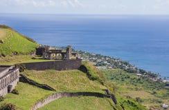 Festung, die den Ozean übersieht stockfotos