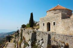 Festung Klis nahe aufgespaltet Lizenzfreies Stockfoto