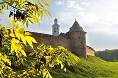 Festung Novgorod der Kreml am sonnigen Herbstabend, Veliky Novgorod, Russland Stockfotografie
