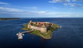 Festung Oreshek auf Insel in Neva-Fluss nahe Shlisselburg-Stadt lizenzfreie stockfotos
