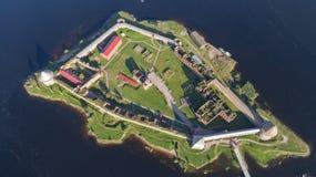 Festung Oreshek auf Insel in Neva-Fluss nahe Shlisselburg-Stadt lizenzfreie stockfotografie