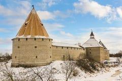 Festung Staraya Ladoga mit drei Türmen stockfotografie