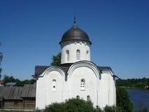 Festung Staraya Ladoga, St George Kirche in Lizenzfreies Stockbild
