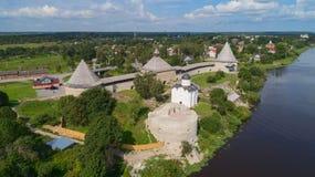 Festung Staraya Ladoga und der Volkhov-Fluss lizenzfreies stockfoto