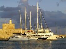 Festung und Yachten in Rhodos-Insel Stockbild